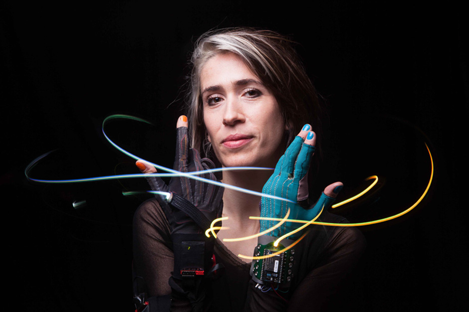 imogen_heap_mimu_gloves1